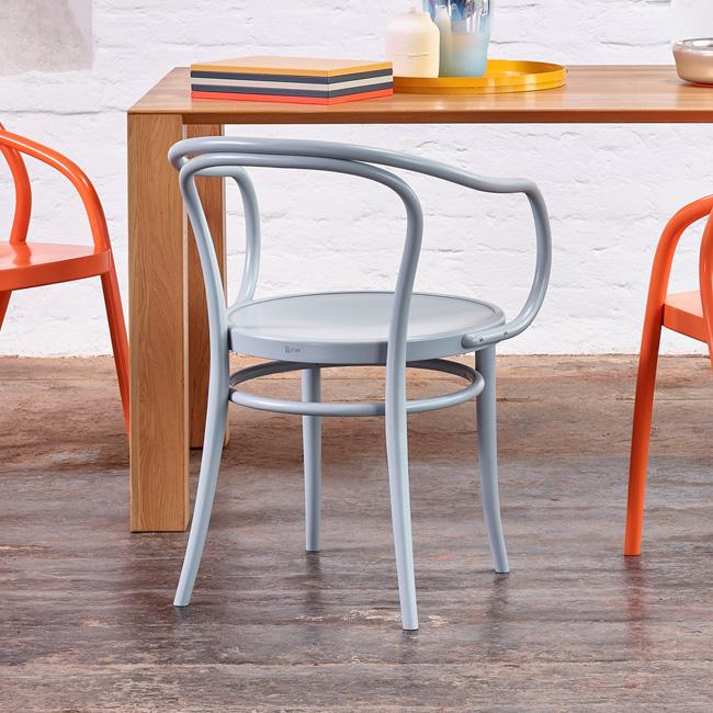 Ton no 30 lys grå stol