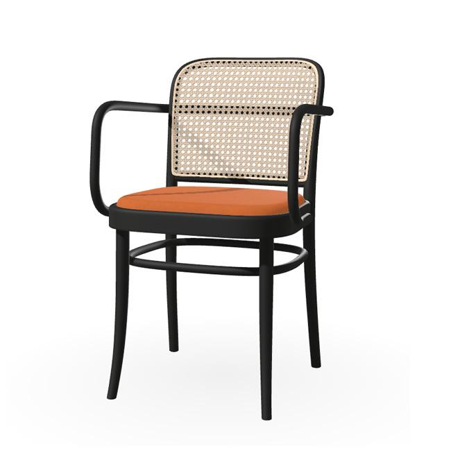 TON 811 stol med polstring og flet