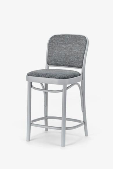 TON Barstol 811 med polstret sæde og ryg