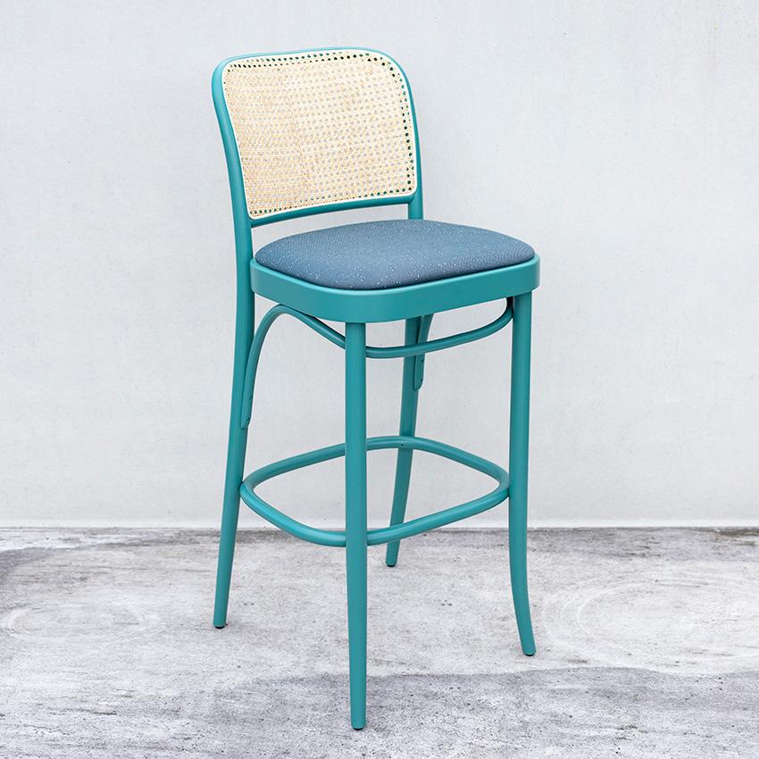 Barstol med flet i ryg og polstret sæde